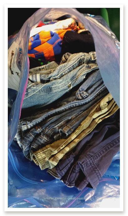 perfectly-organized-clothing-swap (5)